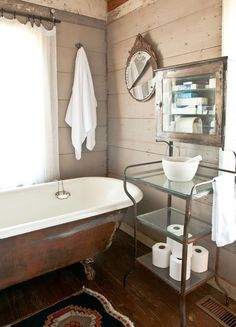 grey ship lap siding & antique accents (love the broken mirror)  --  Georbath03