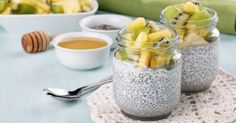 Recette de Mini pots de fromage blanc aux graines de chia, ananas et kiwi anticellulite. Facile et rapide à réaliser, goûteuse et diététique.