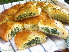 » Placinta cu spanac si branzaCulorile din Farfurie Romanian Food, Pastry And Bakery, Spanakopita, Skewers, Cheesesteak, Vitamins, Deserts, Food And Drink, Appetizers