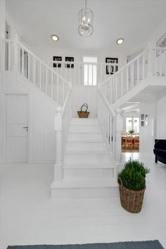 White staircase & landing