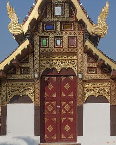 2013 Photograph, Wat Duang Dee Phra Ubosot Door, Tambon Sri Phum, Mueang Chiang Mai District, Chiang Mai Province, Thailand, © 2013.  ภาพถ่าย ๒๕๕๖ วัดดวงดี ประตู พระอุโบสถ ตำบลศรีภูมิ เมืองเชียงใหม่ จังหวัดเชียงใหม่ ประเทศไทย