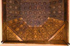 Detalle de un testero del artesonado del Palacio Dávalos de Guadalajara - Taujel - Carpintería Histórica. #artesonado #madera #mudejar #laceria #wooden #ceiling #woodenceilingdesign #woodenceiling #carpentry #carvedwood #artwork #woodwork #woodworking #tracery