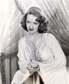 Old Hollywood Stars, Old Hollywood Glamour, Golden Age Of Hollywood, Vintage Hollywood, Classic Hollywood, Classic Actresses, Female Actresses, Actors & Actresses, Bette Davis Eyes