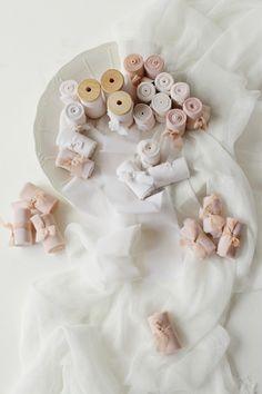 Wedding silk ribbons in neutral colors, elegant wedding style. #handdyedsilkribbon #whitesilkribbon #neutralsilkribbon #neutralwedding