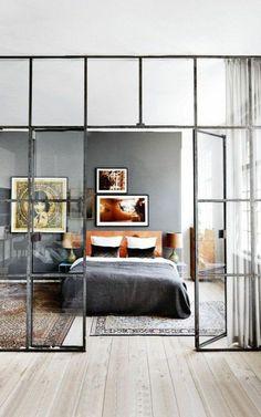 verrière pour les murs et sol en parquet clair