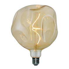 Zlaté LED tvoria LED žiarovky so zlatistým efektom skla. Luminous Intensity, Globe, Uk Homes, Dining Room Design, Pendant Lighting, Light Bulb, Retro, House Styles, Vintage