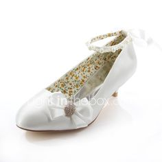 Do you think I should buy it? Wedding Dress Accessories, Party Accessories, Flower Girl Shoes, Girls Shoes, Wedding Shoes Online, Wedding Heels, White Beige, Wedding Party Dresses, Dress Shoes
