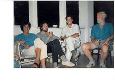 1985 Invitados a una fiesta de estudiantes.