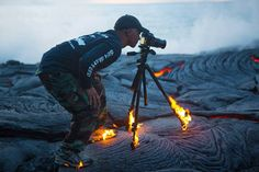 Daredevil photographer proves how far he will go for the perfect shot as his shoes and tripod are set alight by volcano lava flow. Kawika Singson was shooting in the volcanoes of Hawaii, which was so hot his tripod and shoes caught alight. Les Plus Vues, National Geographic Photographers, Foto Art, Do Anything, Burning Man, Fat Burning, How To Take Photos, Belle Photo, Selfies