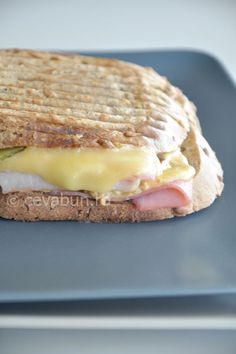 Sandvis cu pastrama, branza si mustar Sandwiches, Food, Essen, Meals, Paninis, Yemek, Eten