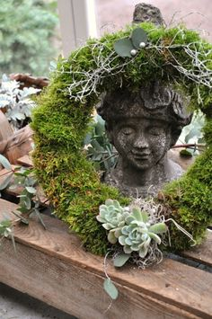 ۞ Welcoming Wreaths ۞ DIY home decor wreath ideas - wreath of moss and succulents Moss Wreath, Succulent Wreath, Moss Garden, Garden Art, Petits Cottages, Pottery Barn Christmas, Deco Floral, Cactus Y Suculentas, How To Make Wreaths