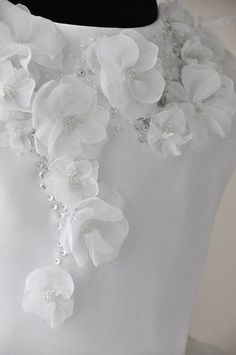 Trendy Embroidery Flowers Haute Couture Ideas Trendy Embroidery Flowers Haute C… - Stickerei Ideen Couture Embroidery, Embroidery Fashion, Silk Ribbon Embroidery, Embroidery Dress, Hand Embroidery Tutorial, Hand Embroidery Patterns, Flower Pattern Design, Flower Patterns, Cloth Flowers