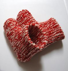Pantoufles bottillons Plus Knitting Patterns Free, Knit Patterns, Free Pattern, Crochet Shoes, Knit Crochet, Knitted Slippers, Knitting Needles, Knitting Projects, Fingerless Gloves