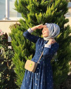 Image may contain: 1 person, outdoor Modest Fashion Hijab, Casual Hijab Outfit, Abaya Fashion, Muslim Fashion, Hijab Chic, Women's Fashion Dresses, Hijabi Girl, Girl Hijab, Hijab Style Tutorial