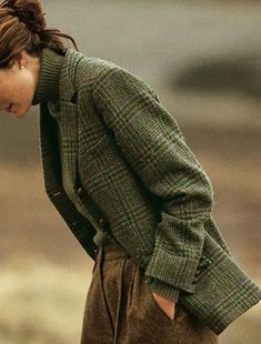 "Вопрос ""Tweed and tartan"" Looks like an old school professor's outfit. Mode Outfits, Casual Outfits, Fashion Outfits, Fashion Tips, Fashion Hacks, Fashion Bloggers, Casual Wear, Green Outfits, Preppy Dresses"
