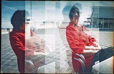 Yo, el mar y mi abrigo rojo