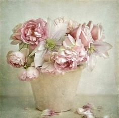 ✔ Premium quality ✔ Matching frames ✔ Secure payment ✔ ✔ Affordable shipping ✔ Buy fantastic wall art in Shabby Chic Style now! Shabby Chic Kunst, Shabby Chic Prints, Vintage Prints, Art Floral, Decoupage Vintage, Decoupage Paper, Flower Images, Flower Art, Deco Pastel