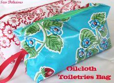 Sew Delicious: Oilcloth Toiletries Bag - Tutorial (prefect for DIY bridesmaid-emergency kit bags! Sewing Tutorials, Sewing Crafts, Sewing Projects, Sewing Patterns, Bag Patterns, Sewing Ideas, Zipper Pouch Tutorial, Sewing Accessories, Bathroom Accessories