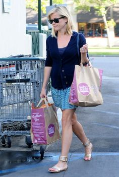 Reese Witherspoon - Reese Witherspoon Shops at Whole Foods
