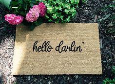 Hello Darlin' Door Mat Door Mats with Sayings Cute Door Cute Door Mats, Porch Mat, Hello Darlin, Cute Room Ideas, Welcome Mats, Fall Diy, Diy Signs, Diy Home Crafts, Home Buying