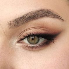 Sexy Smokey Eye Makeup Ideas for Prom and Wedding 2019 - Page 34 ., Sexy Smokey Eye Makeup Ideas for Prom and Wedding 2019 - Page 34 of 60 - Diaror . - Sexy Smokey Eye Makeup Ideas for Prom and Wedding 2019 -. Prom Eye Makeup, Skin Makeup, Beauty Makeup, Makeup Eyeshadow, Yellow Eyeshadow, Makeup Art, Cat Makeup, Eyeshadow As Eyeliner, Eyeshadow For Hooded Eyes