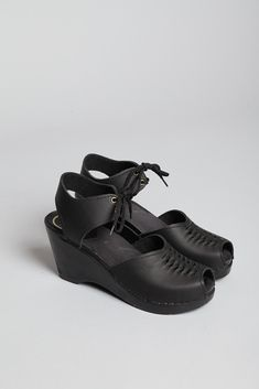 No. 6 Top Weave Moccasin (Black/Black)