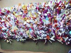 Como hacer alfombra con trapillo (Reciclaje) Ecobrisa - YouTube Handmade Rugs, Sprinkles, Crochet, Diy, Homemade Rugs, Wool Carpet, Knit Rug, Hand Weaving, Fabric Rug