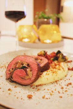 Perfekt middag till Alla hjärtans dag! Denna goda flankstek är fylld med italiensk provoloneost, champinjoner, prusciutto och ruccola. Så mört och gott och
