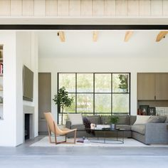 Serenity Through Spareness: An Indoor/Outdoor Retreat in California Wine Country - Remodelista Outdoor Retreat, Indoor Outdoor Living, Modern Farmhouse Style, Farmhouse Design, Modern Barn, Rustic Farmhouse, Living Pool, Living Area, Small Living