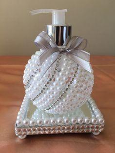Recycled Perfume Bottle Ideas for Karen Gilbert Wine Bottle Crafts, Bottle Art, Jar Crafts, Diy And Crafts, Arts And Crafts, Shabby Chic Crafts, Shabby Chic Decor, Bottles And Jars, Perfume Bottles