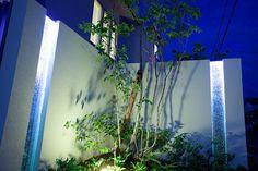 住宅と植栽と照明の調和 株式会社リバーフォレスト 福井県 個人邸 Spectacular garden lighting by lighting professionals. Enjoy a dramatic, romantic, even mysterious scene comparing to a day time.