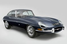 Throughout the early stages of the Jaguar XK-E, the lorry was supposedly planned to be marketed as a grand tourer. Changes were made and now, the Jaguar … Vintage Sports Cars, British Sports Cars, Vintage Cars, Vintage Models, Jaguar E Type 1961, Jaguar Xk, Jaguar Cars, Best Classic Cars, Classic Sports Cars