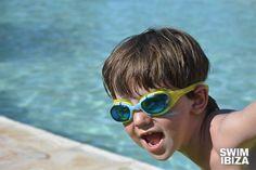 Martínez Ópticos:¿Empieza tu hijo en la #piscina?  #natación #gafasdeporte