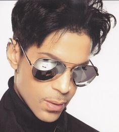 I love, love Prince... my favorite artists... badest musician alive.... play on my friend :-) :-) :-) :-)