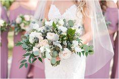 I love this bride's bouquet!