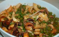 Le seppie con piselli sono un secondo piatto, preparato sia col pomodoro, come nella nostra ricetta , sia nella variante in bianco