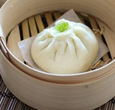 Pan chino relleno ( al vapor ) Steamed Meat, Steamed Buns, Unique Recipes, Asian Recipes, Meat Bun, Pork Buns, Oriental Food, Tiny Food, Different Recipes
