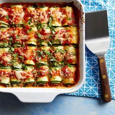 Zucchini Lasagna Rolls with Smoked Mozzarella This healthy riff on lasagna rolls uses strips of zucchini instead of lasagna noodles for a vegetable-packed dinner that's fun for the whole family. Vegetarian Recipes, Cooking Recipes, Healthy Recipes, Smoked Mozzarella Recipe, Vegan Mozzarella, Zucchini Lasagna Rolls, Zucchini Rolls, Sliced Zucchini Recipes, Gastronomia