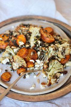 Roasted Carrot, Cauliflower & Black Lentil Salad With Honey Herb dressing Vegan Lentil Recipes, Carrot Recipes, Vegetarian Recipes, Cooking Recipes, Vegan Food, Roasted Carrot Salad, Roasted Carrots, Roasted Cauliflower, Quinoa Salat