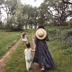 🎉✨S I X ✨🎉 How did that happen? I opened Darling Clementine when Juliette was playing at my feet while I figured out the ins and outs of… Family Goals, Family Life, Little People, Little Ones, Foto Baby, Mommy And Me, Country Life, Baby Fever, Family Photography