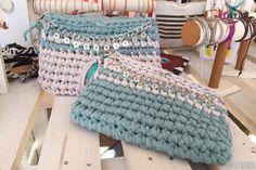 Dos colores de trapillo, dos Clutchs | Santa Pazienzia