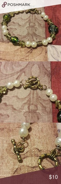 Beautiful Beaded Bracelet *** EUC *** Beautiful colors Jewelry Bracelets