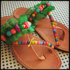Handmade leather sandals decorated with green por Ilgattohandmade, €43.00