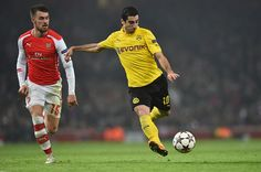 Dortmund's Armenian midfielder Henrikh Mkhitaryan (R) has an unsuccessful shot under pressure from Arsenal's Welsh midfielder Aaron Ramsey (L) during the UEFA Champions League Group D football match between Arsenal and Borussia Dortmund at the Emirates Stadium in north London on November 26, 2014