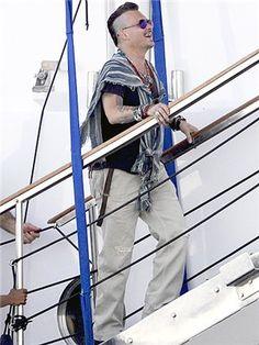 Новости Johnny Depp Tim Burton news Johnny on vacation in Spain 8-6-2016.