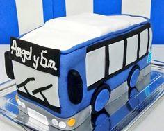 Qué queréis una tarta autobús...pues os la elaboramos...😍😍 seguid imaginando... #tartapersonalizada #tartafondant #tartaautobus