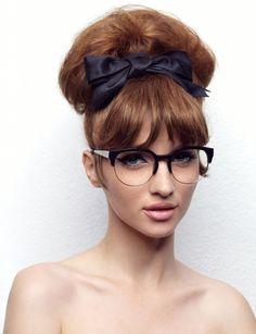 2-On dit oui aux lunettes de vue.  Surtout si elles ont une forme rétro, ça renforcera votre style vintage. Et si vous n'avez pas besoin de correction, portez-en quand même, parce que ça repose et que c'est plus fort qu'un make-up.  Montures optiques sixties, 193 euros, Lolita Lempicka  A lire aussi : Comment bien choisir vos lunettes ?