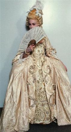 Madonna as Marie Antoinette 18th Century Dress, 18th Century Costume, 18th Century Fashion, Marie Antoinette, Madonna Vogue, Madonna Fashion, Divas Pop, Vintage Outfits, Vintage Fashion
