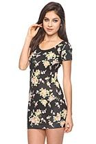 Floral Mini dress just spells Summer:) All i need now is a park and some sunglasses! Homecoming Outfits, Bodycon Dress With Sleeves, Warm Weather Outfits, Summer Lookbook, Swagg, Dress Me Up, Knit Dress, Cute Dresses, Latest Trends