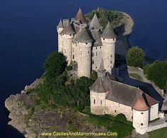 Chateau de Val, Les Fontilles, 15270 Lanobre, Cantal, France - www.castlesandmanorhouses.com